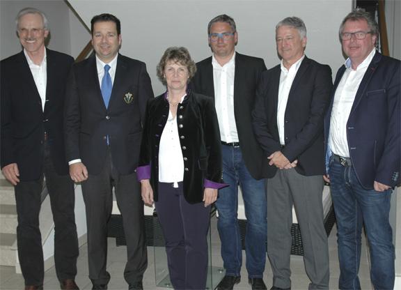 Der neue Vorstand: Präsident Hermann Wagenhäuser, Spielführer Bernhard Köhler, Schriftführerin Heide Schreiner, Vizepräsident Wolfgang Brummer, Schatzmeister Alex Groß und Jugendwart Jochen Laske.